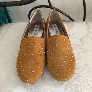 Steve madden 6.5 mustard color with studs shoes